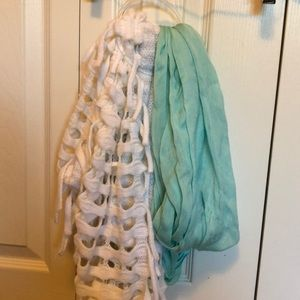 Set of two scarfs: white and teal